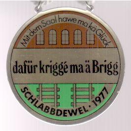 Jahresorden 1977 Mit dem Saal hawe ma kä Glück, dafür krigge ma ä Brigg